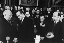Wilhelm Pieck, Otto Grotewohl, Walter Ulbricht, Admiralspalast Berlin, 22. April 1946, picture alliance / akg-images